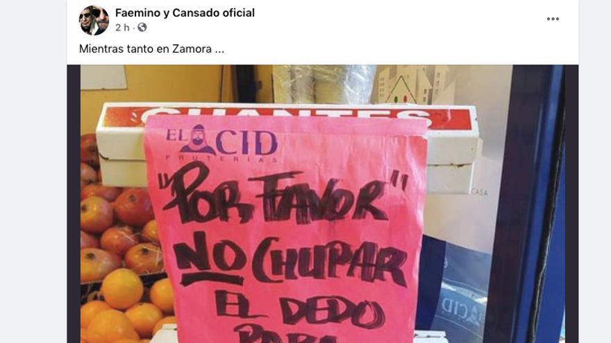 Cartel de una frutería en Zamora.
