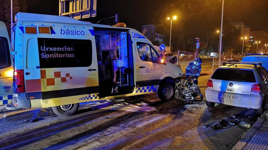 Herido grave un motorista tras una colisión con una ambulancia en la avenida de Madrid