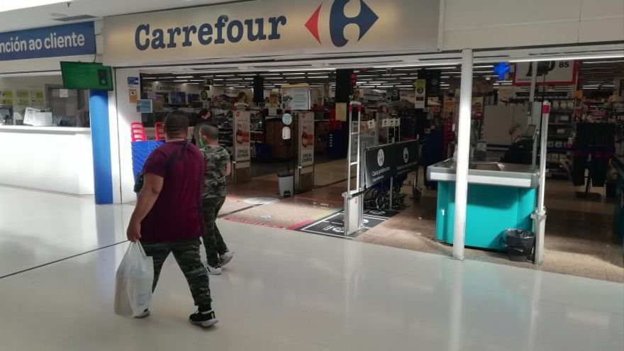 El Carrefour de A Barca echa el cierre y reubicará a toda la plantilla