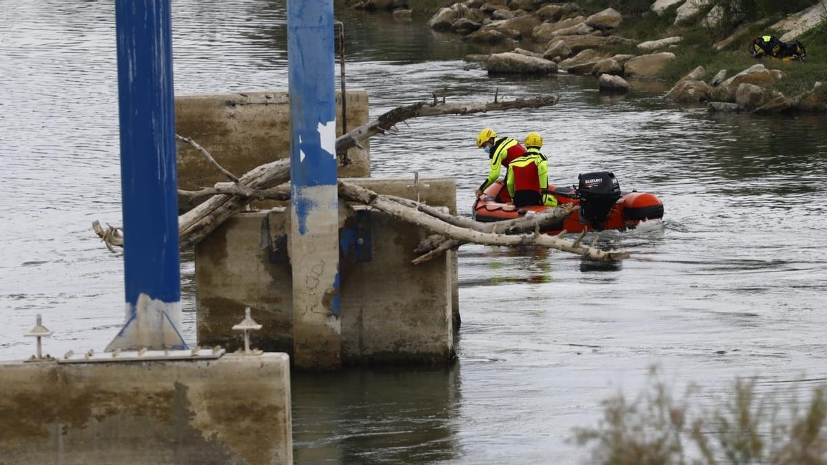 Continúa la búsqueda, con equipos de buceo, del menor desaparecido en el Ebro