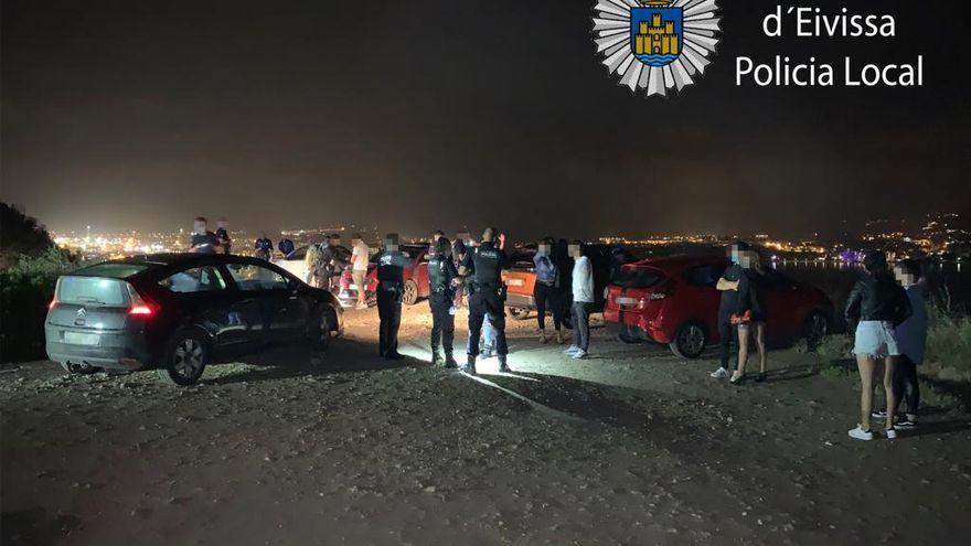 La Policía de Ibiza interviene tres botellones tras decaer el toque de queda
