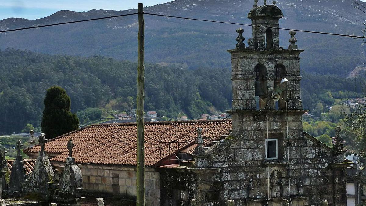 Cubierta de la iglesia de Santo Estevo de Negros, en Redondela, que será renovada.  |  // FDV