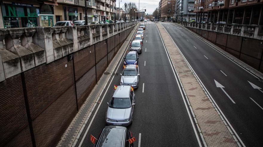Zamora saca 250 coches a la calle contra la nueva ley educativa