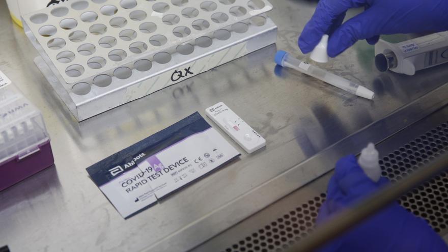 Sanidad adquiere 500.000 test rápidos de covid para los centros educativos