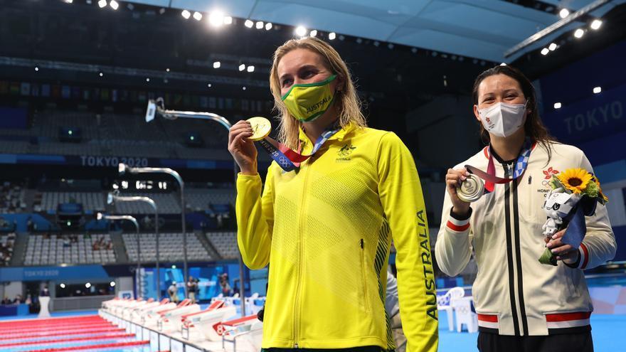 La nadadora australiana Ariarne Titmus avanza hacia el trono
