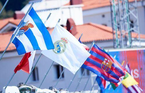 Las mejores imágenes del Eibar - Celta en el inicio de LaLiga. // Íñigo Larreina (AFP7 - Europa Press)   Juan Herrero (EFE)