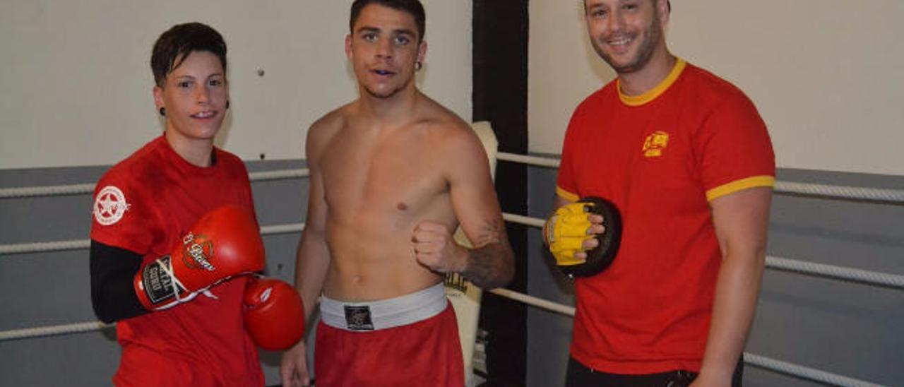 Davinia (i), Iriome y su entrenador, Jony Monzón.