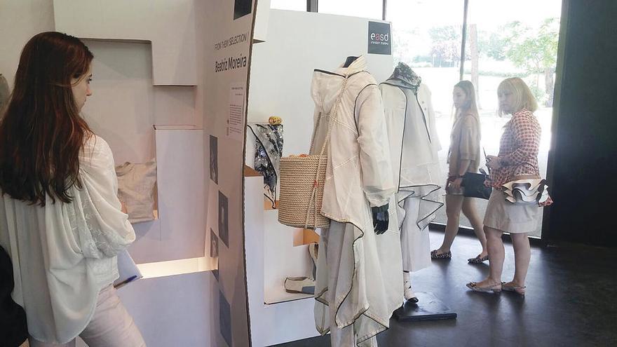 Dos creadoras gallegas exponen sus diseños emergentes en el Museo del Traje
