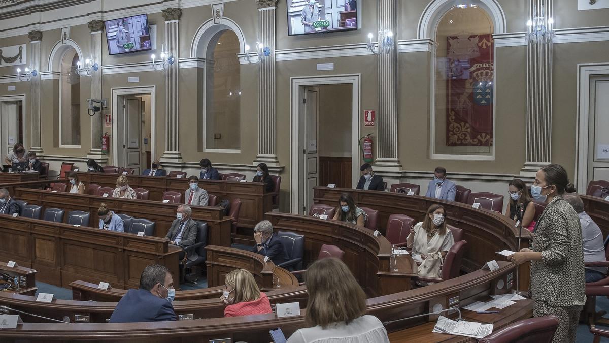 El Parlamento canario convalida el decreto de la paga extra de 250 euros