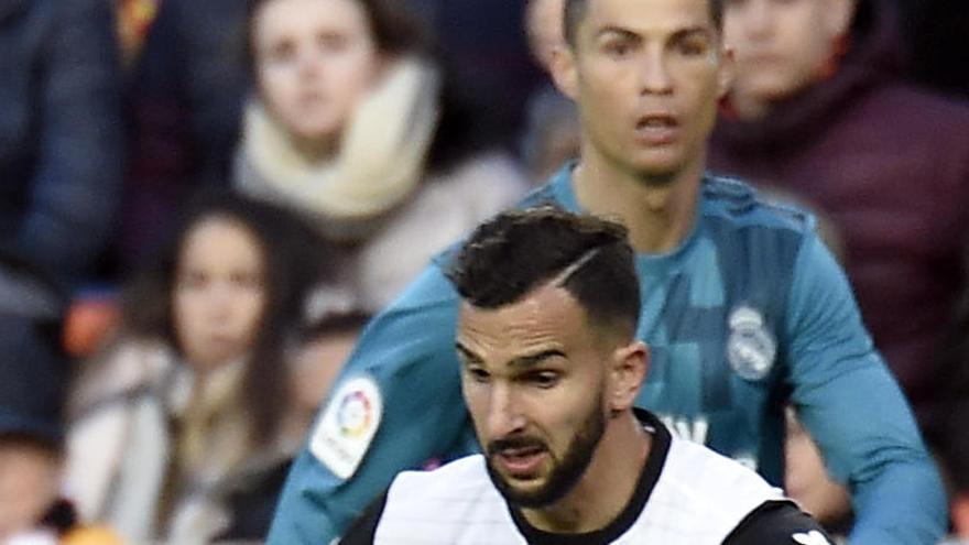 Negociaciones avanzadas entre el Valencia y el Betis por Martín Montoya