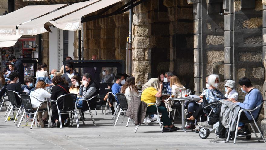 A Coruña, Oleiros, Carballo y Betanzos bajan a nivel medio-bajo de restricciones