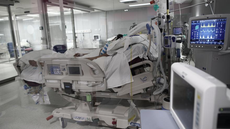 Los enfermeros denuncian el cierre de casi 300 camas durante verano en la comunidad