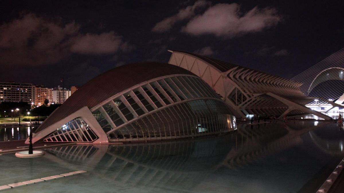 La Ciudad de las Artes y las Ciencias con las luces apagadas en 2019.