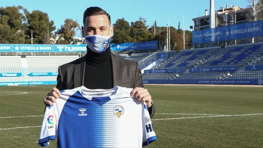 Álvaro Vázquez, presentado en el Sabadell