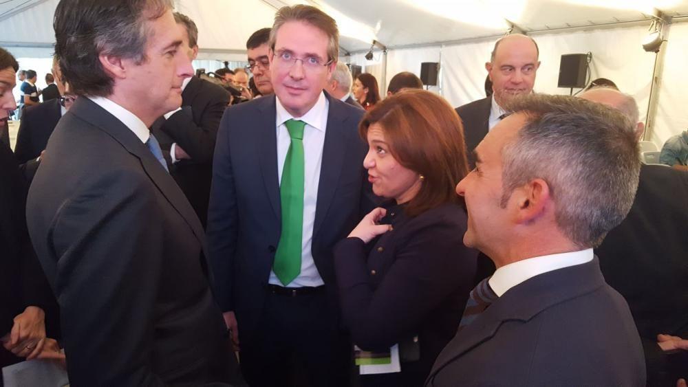 David Barelles y Miguel Barrachina, con Íñigo de la Serna e Isabel Bonig.