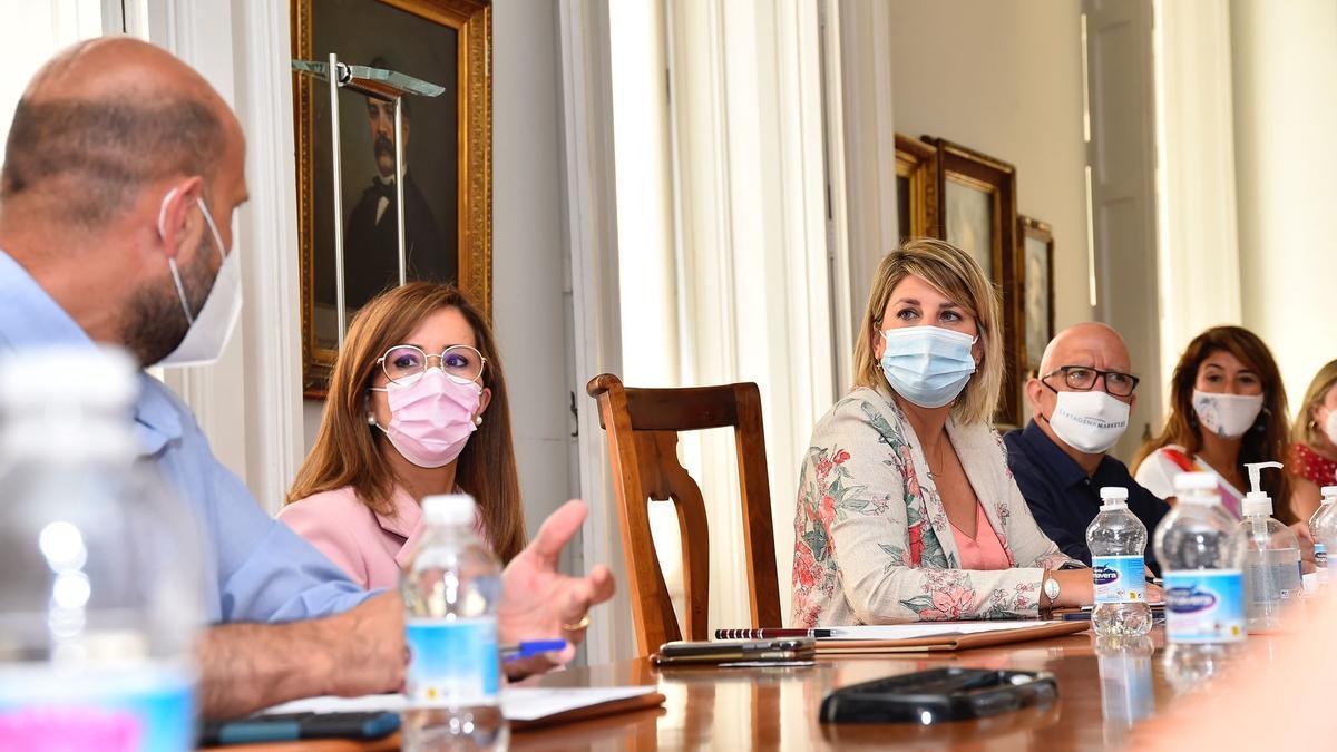 Arroyo, junto a Castejón, durante la primera reunión del equipo de Gobierno tras el revelo en la Alcaldía.