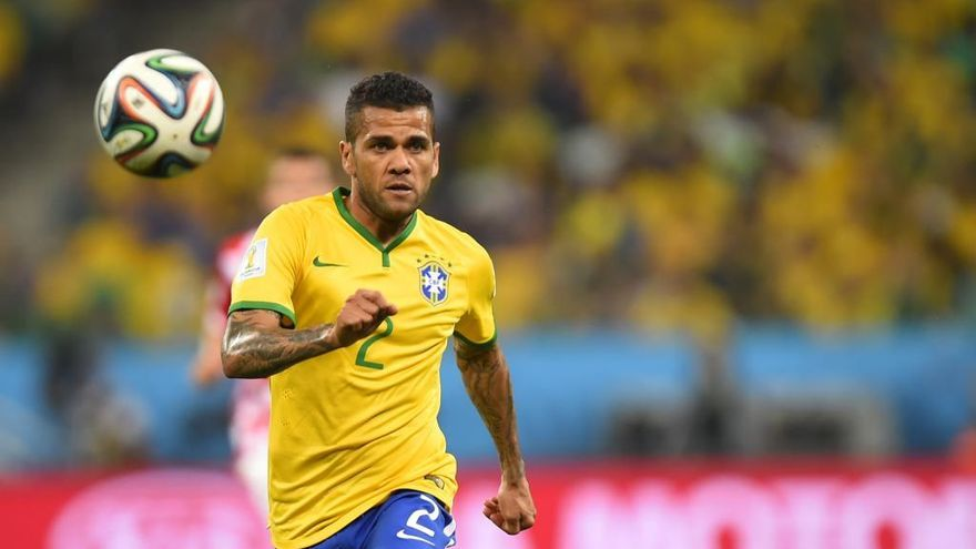 Alves, baja en el Mundial por lesión, confía en disputar la edición de 2022