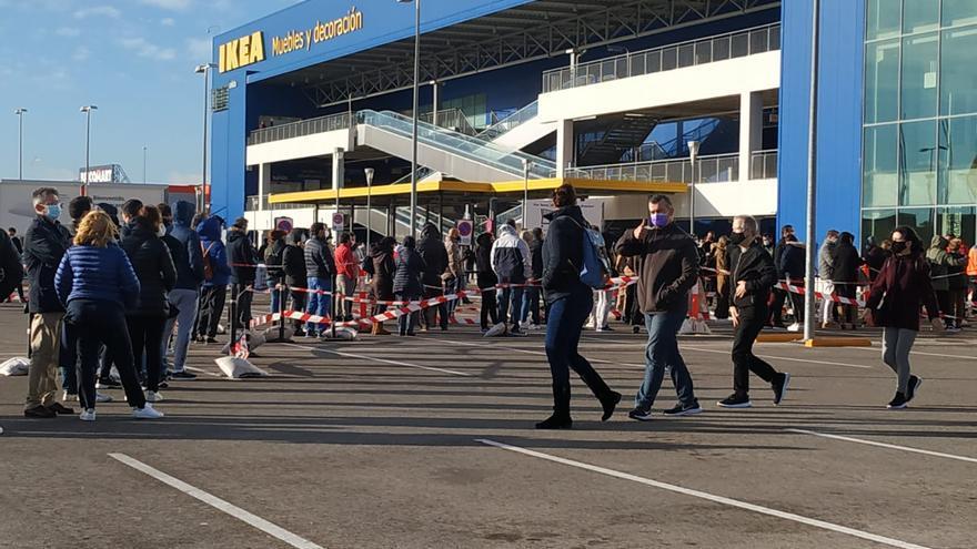 Colas en Ikea Alfafar pese a que los contagios están disparados en toda Valencia