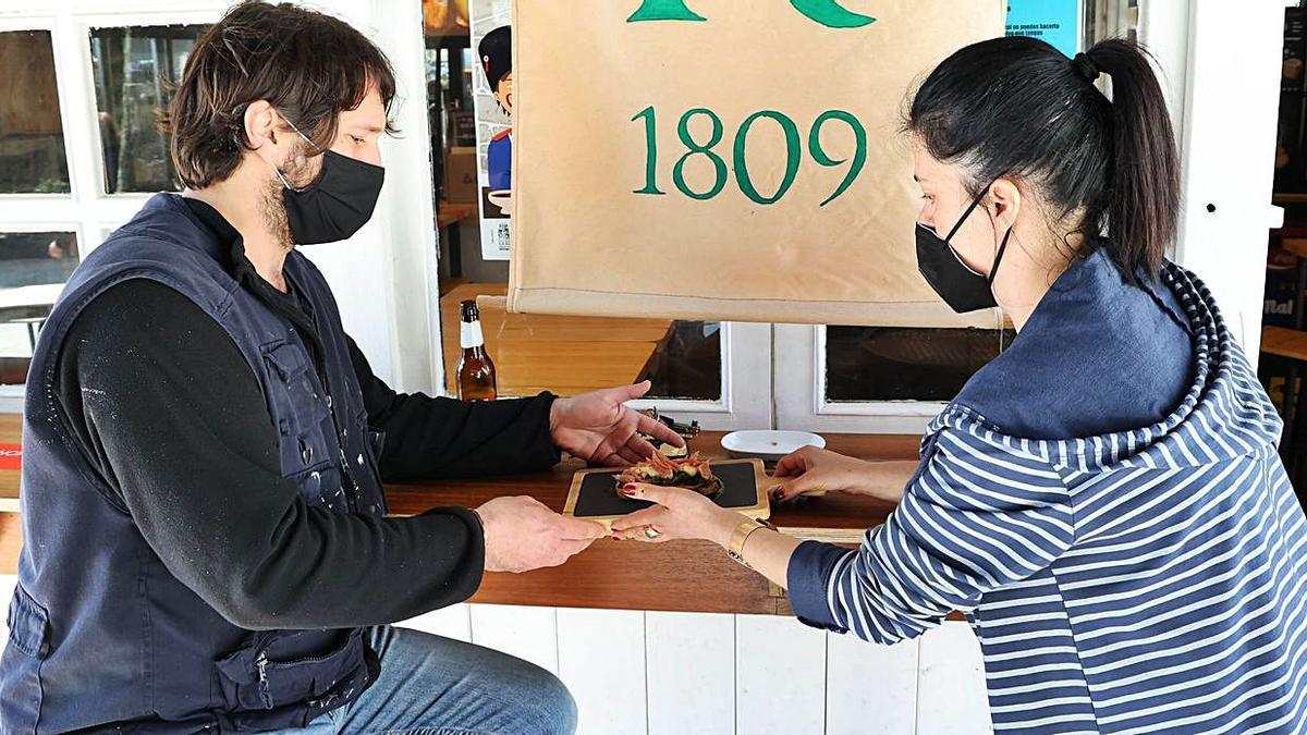 El certamen gastronómico empezó ayer martes en el Casco Vello.   | // ALBA VILLAR