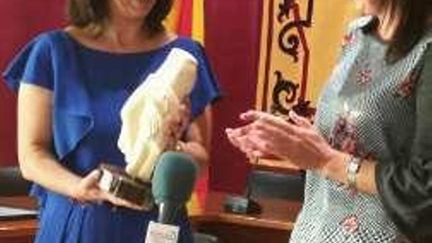 La alcaldesa y dos ediles de Betanzos viajan a Bullas para celebrar el hermanamiento