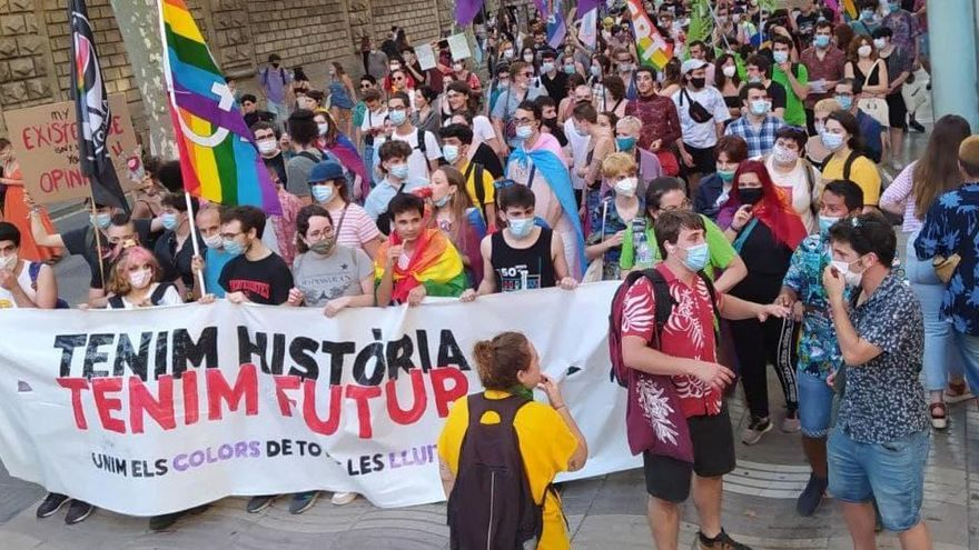 Manifestació a Manresa a favor de la llei trans, el 31 de març