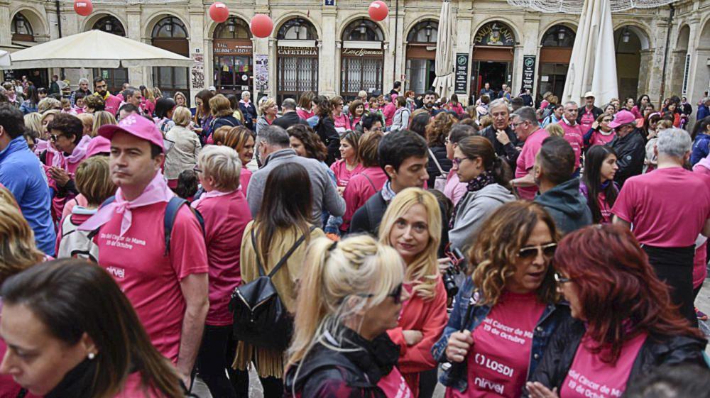 Alcoy se tiñe de rosa contra el cáncer de mama