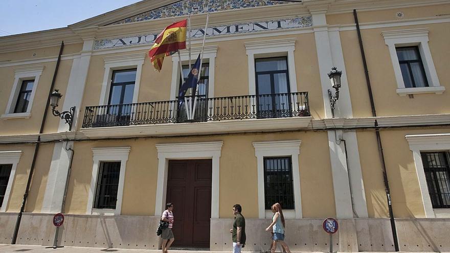 Un juzgado rechaza convertir en fijos a 23 interinos del Ayuntamiento de Manises