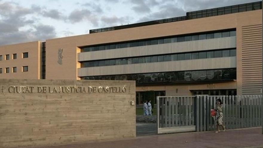 Condenado a 22 años de cárcel por abusar de sus dos hijas menores en Valencia