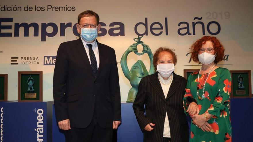 Dolores Cortés recibe el galardón a la Trayectoria Empresarial en los Premios Empresa del Año