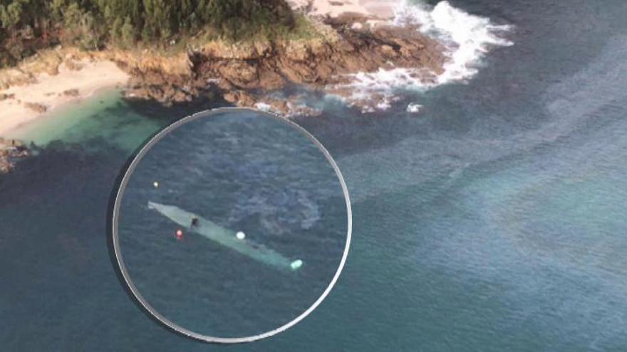 El narcosubmarino se vuelve a hundir tras llegar al puerto de Aldán