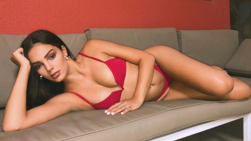 Yanira Morales, de rojo