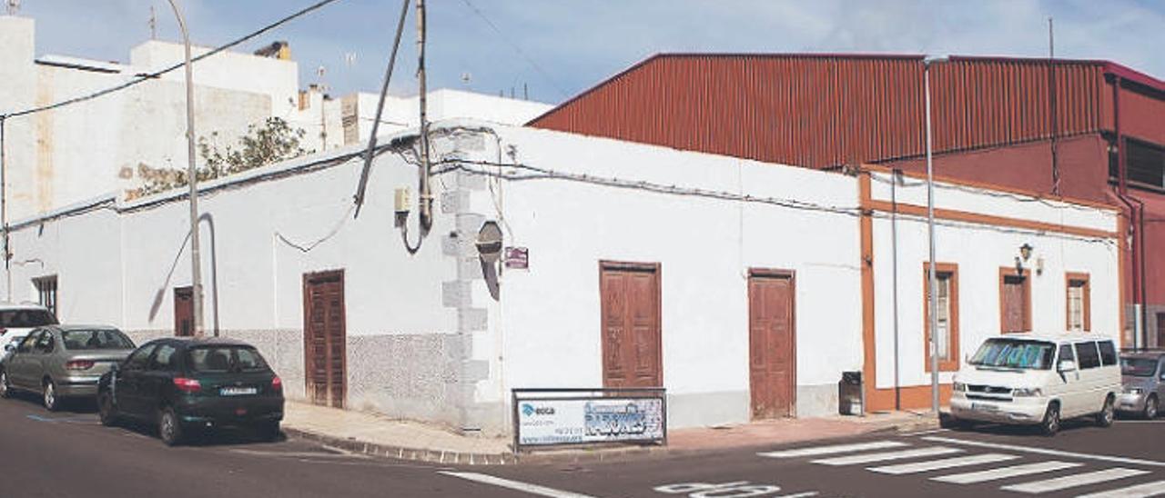 Ayuntamiento y tienda