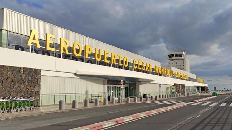 Detenido en el aeropuerto de Lanzarote tras intentar tomar un vuelo con un pasaporte falso