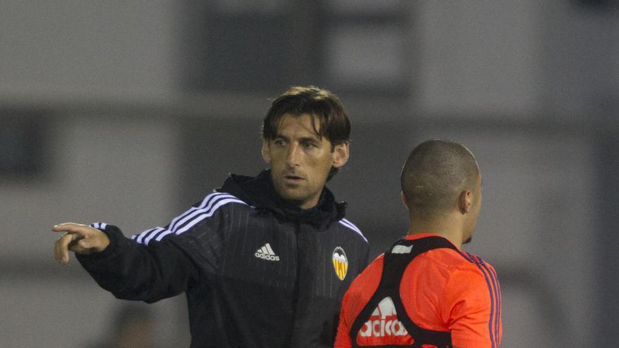 Vicente Rodríguez rescata a Angulo para el área técnica