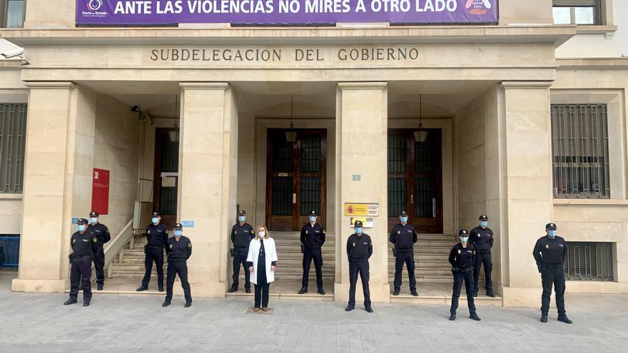 Presentación de 13 nuevos inspectores de Policía ante la subdelegada del Gobierno