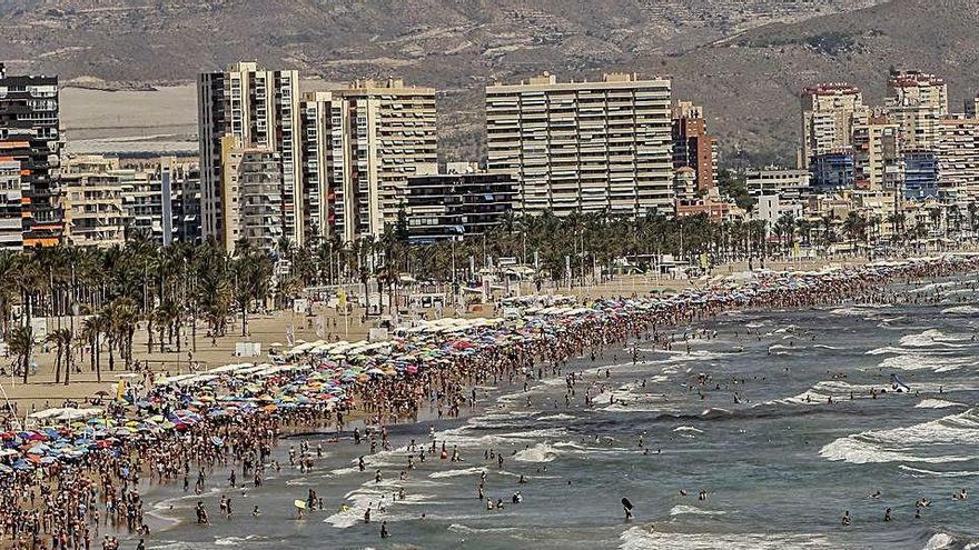 La anulación de vuelos baratos desde Gran Bretaña deja sin ocupar casi 40.000 apartamentos turísticos