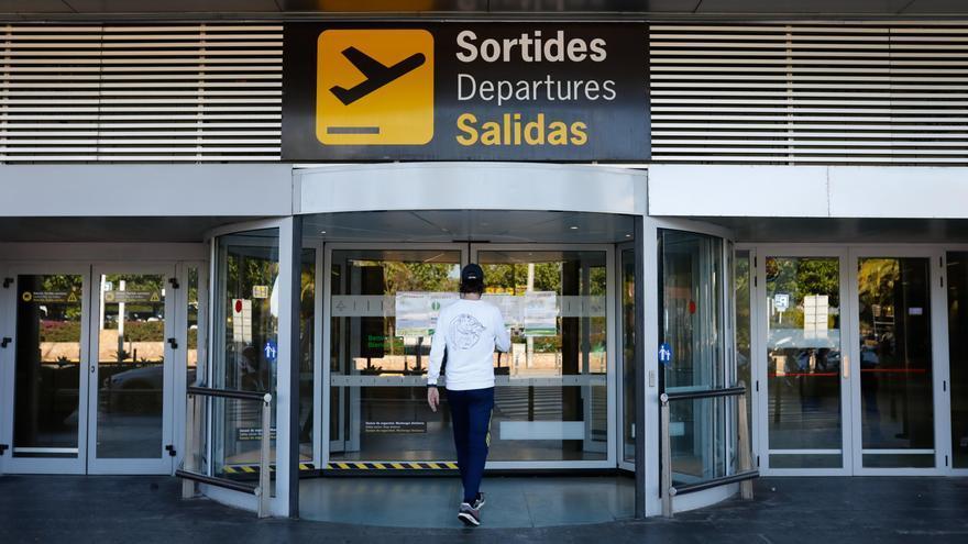60 minutos sin salidas desde el aeropuerto de Ibiza a causa de un dron