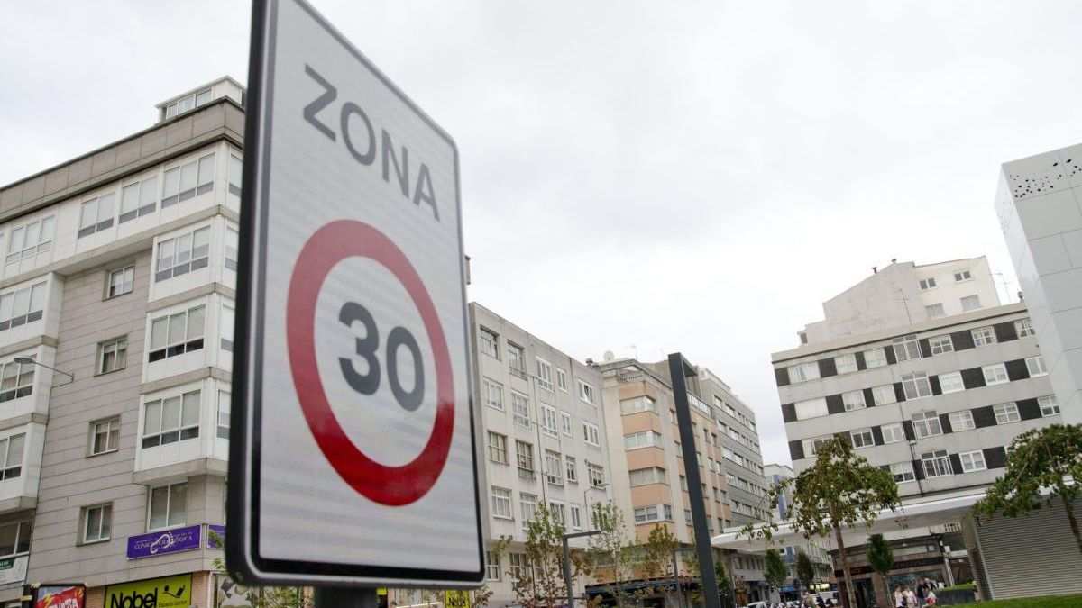 Zona 30 en el Agra do Orzán.
