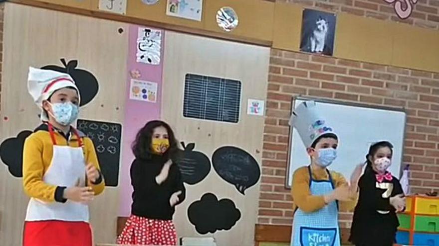 La escuela Duquesa Pimentel de Benavente prepara vídeos musicales por las fiestas de carnaval, con los peques disfrazados