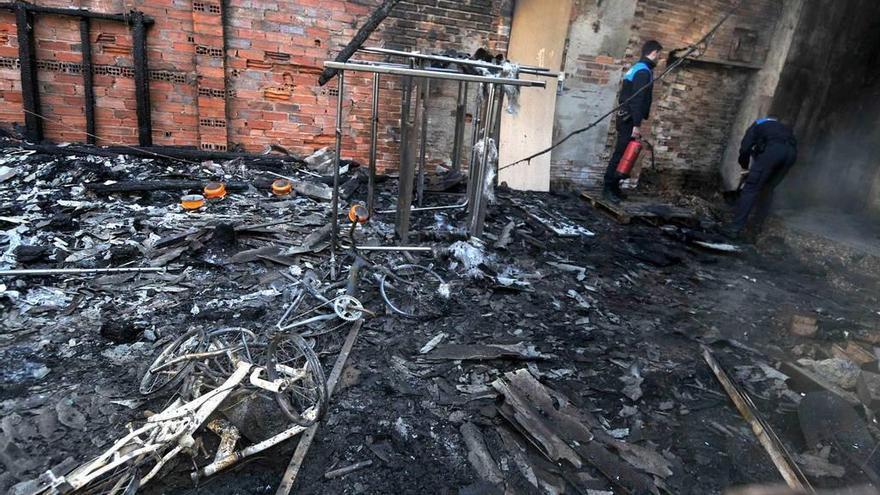 El menor que quemó un bazar chino en Lena huye del centro de internamiento