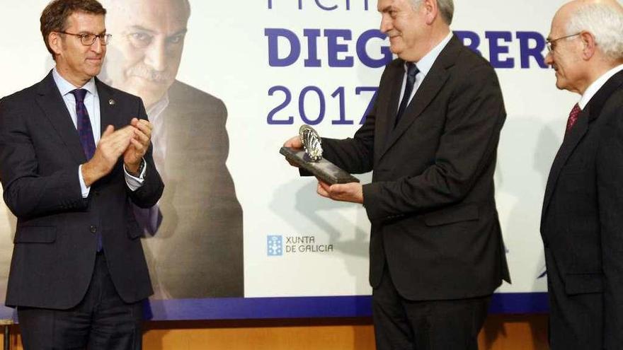Fernando Salgado recibe el premio Diego Bernal 2017