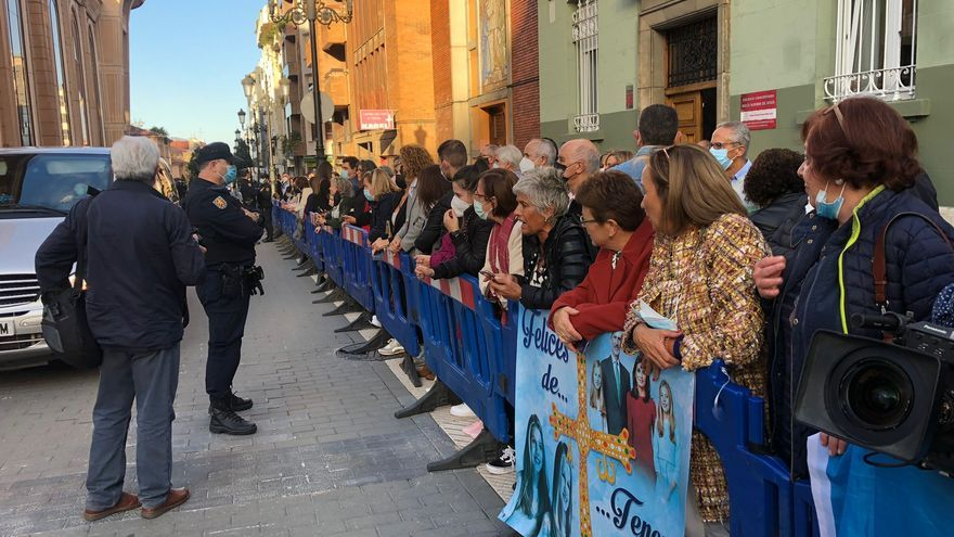 Expectación en Oviedo a una hora de la llegada de la Familia Real para presidir el concierto de los Premios Princesa