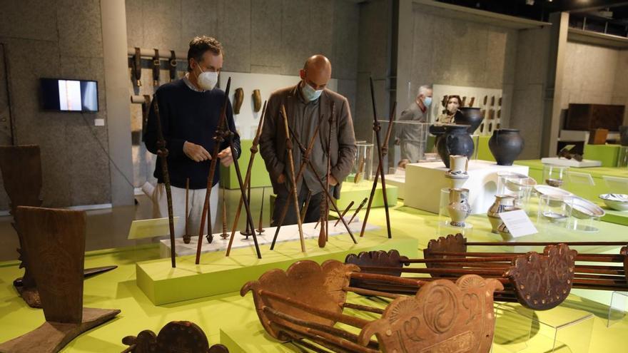 De Vega de Poja al mundo: la cerámica del Rayo se expone en el Pueblu d'Asturies