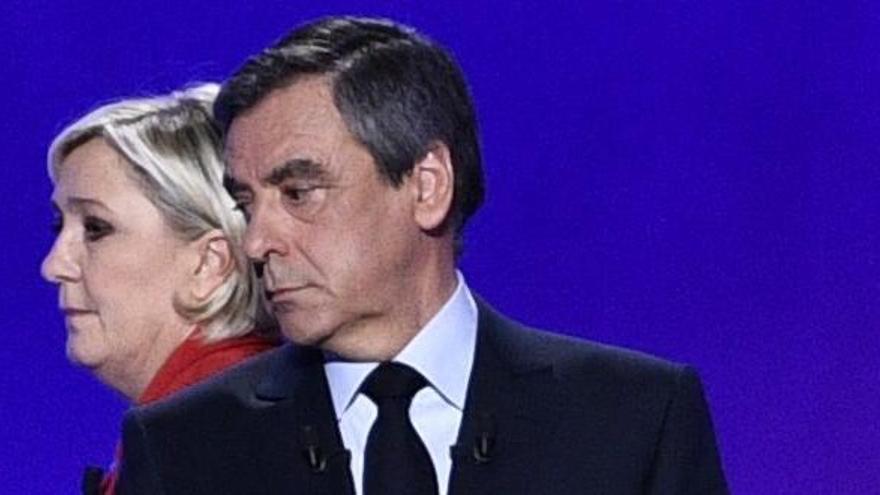 Los escándalos que rodean a los candidatos franceses