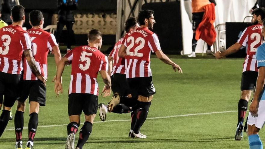 El Athletic salva el pase en el descuento ante un gran Ibiza