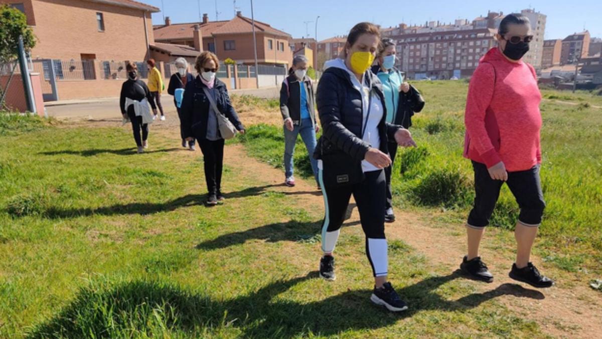 Un grupo de mujeres de las rutas de los martes. / I. F.