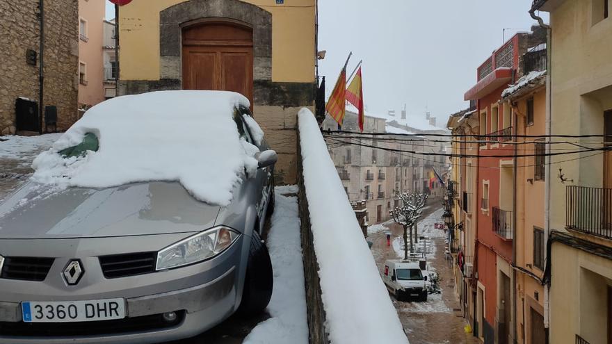 Siete máquinas quitanieves devuelven la normalidad a Bocairent tras la gran nevada