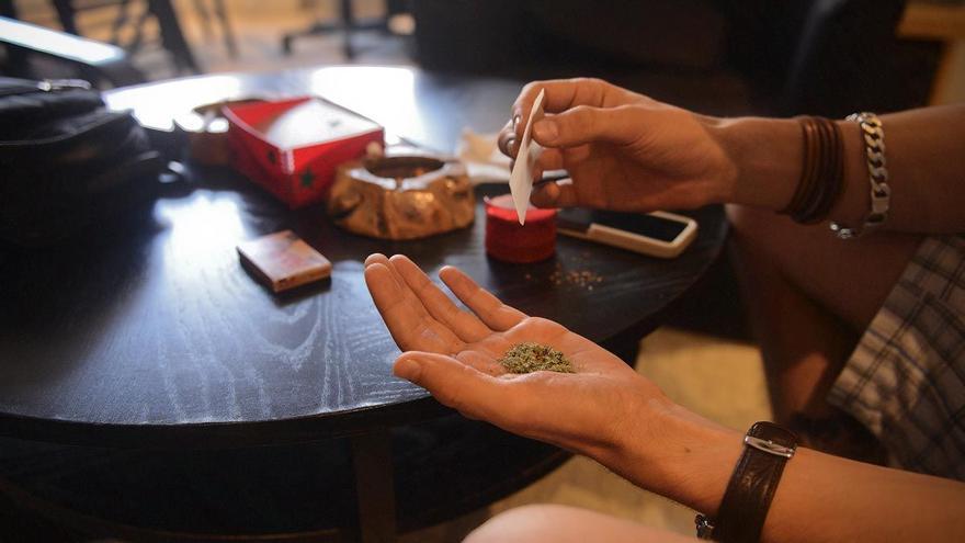 Unidas Podemos presenta su ley para legalizar la marihuana pero no el consumo en la calle
