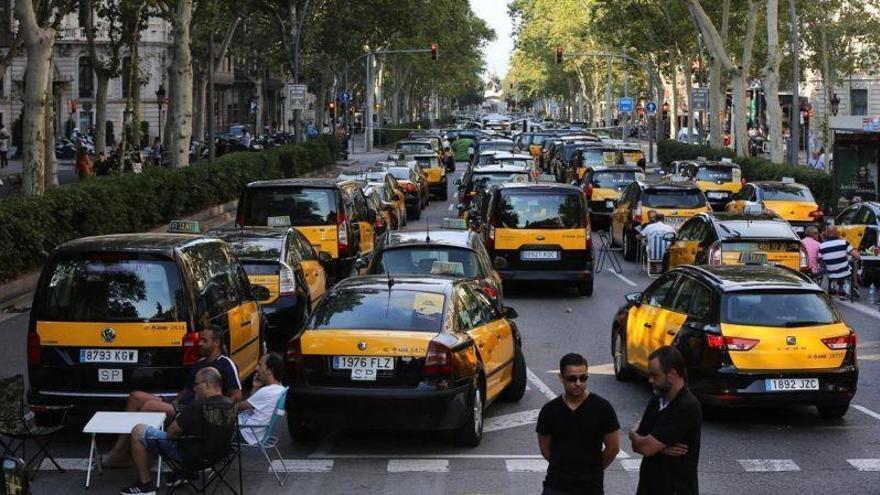 Taxi compartido y precios cerrados, la exigencia de los taxistas