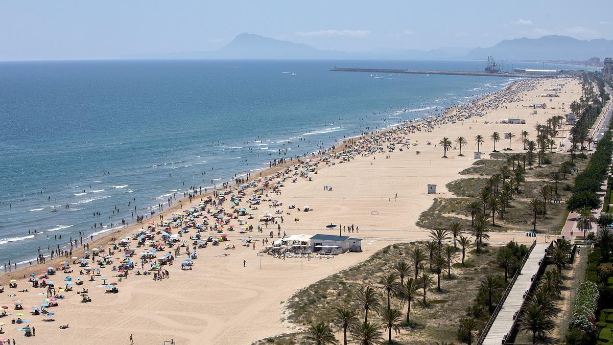 Muere ahogado un turista francés de 59 años en la playa de Gandia.